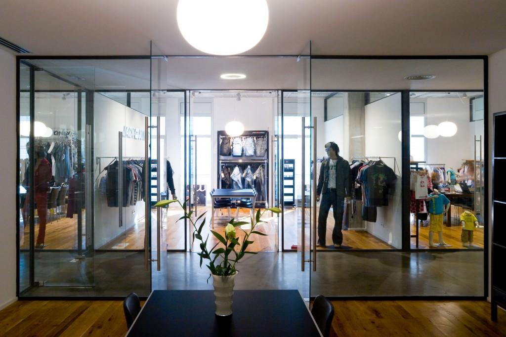 Provadores de BestSeller Barcelona, diseñado por MEHR studio