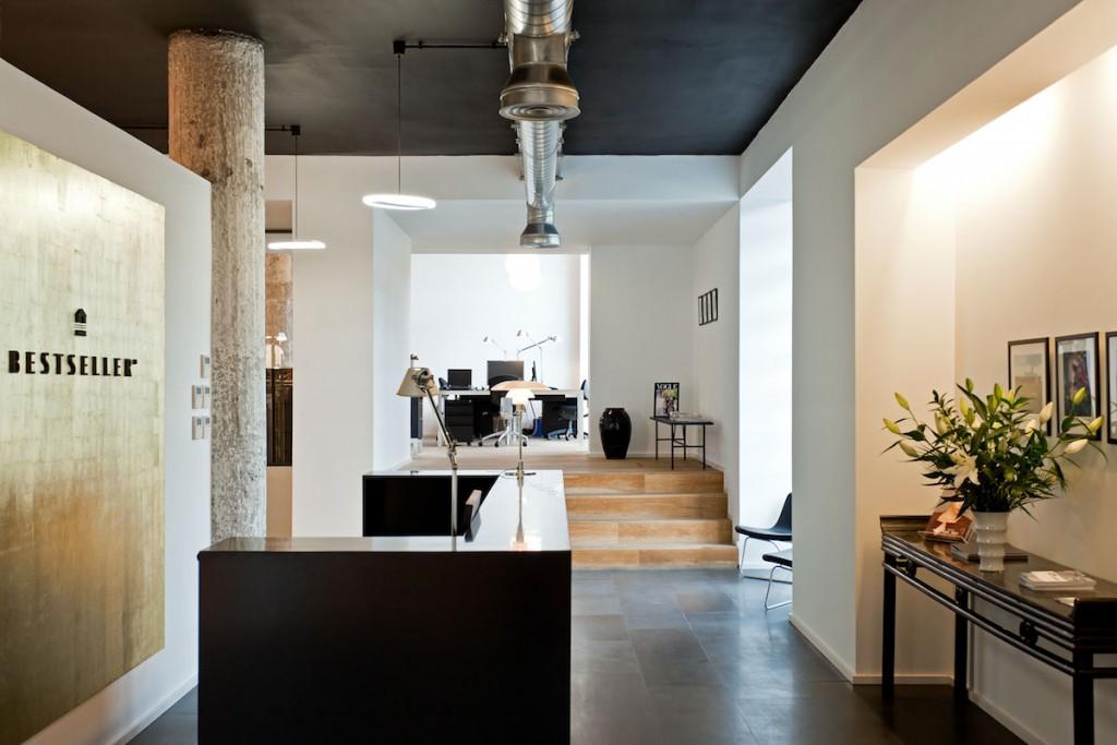 Recepcion en el BestSeller Bilbao, diseñado por MEHR studio