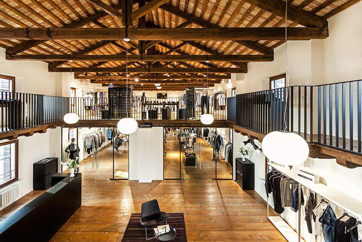 Vista de BestSeller Treviso diseñado por MEHR studio