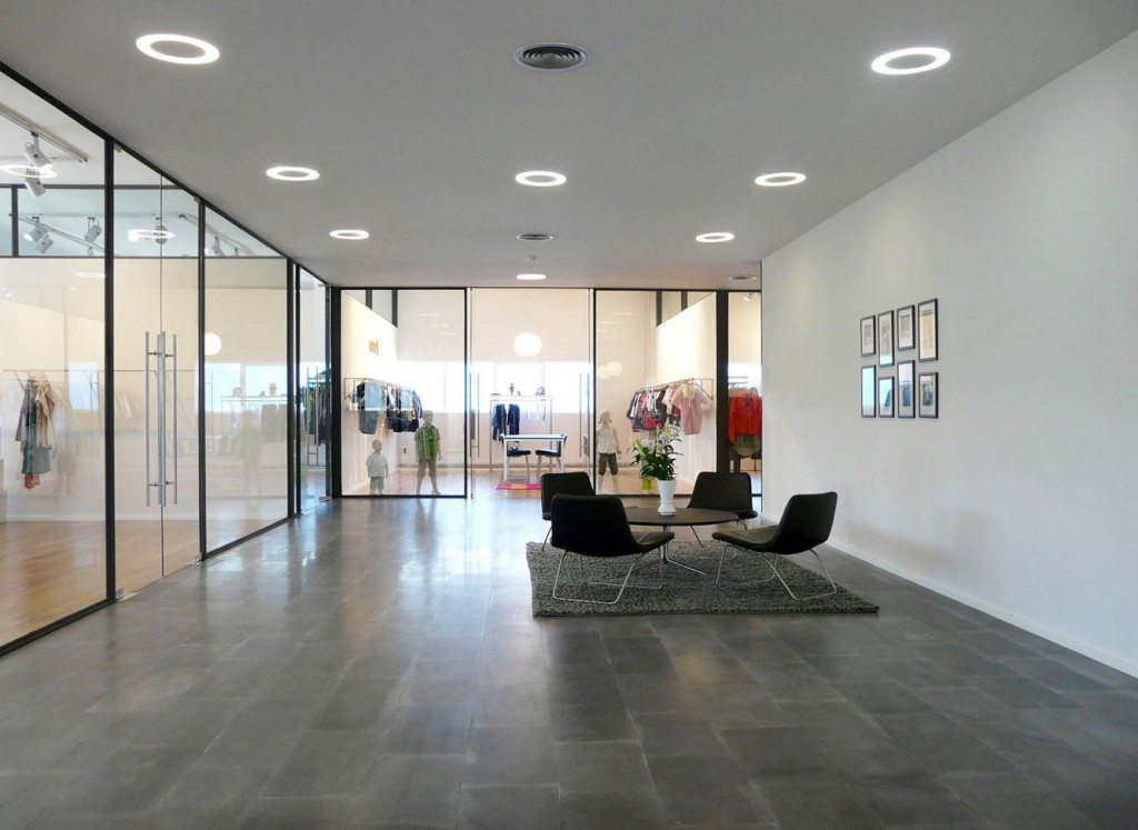 Showroom y oficinas de bestseller vigo por mehr studio for Oficinas sabadell malaga