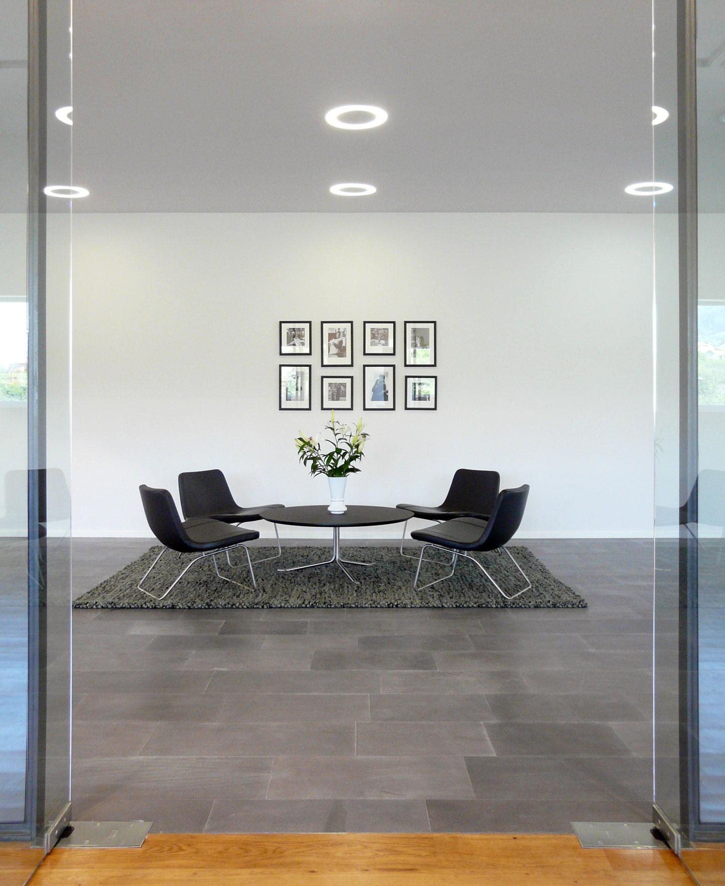 Sala del showroom de Bestseller Vigo diseñado por MEHR studio